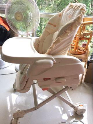 [二手]Combi Rashule嬰兒安撫餐搖椅
