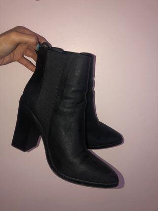 Lipstik boots sz 9