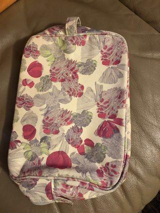 🚚 Crabtree & Evelyn Toiletries Bag