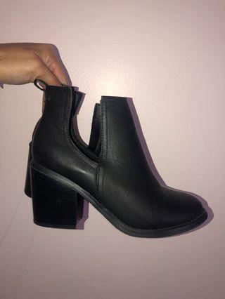 Sz 9 boots
