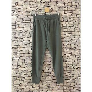 UNIQLO army green jogger pants