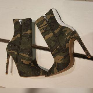 New - Steve madden wagu camoflade shoes