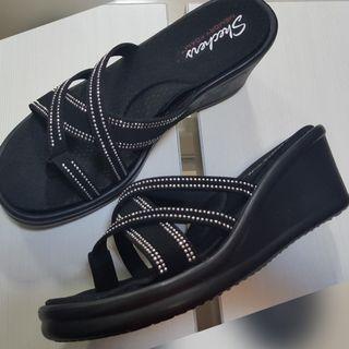 New - Skechers black wedges