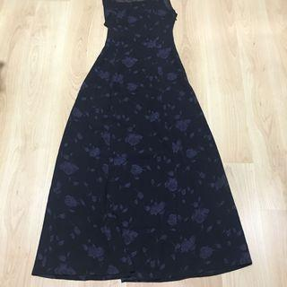 Long black dress with rose print