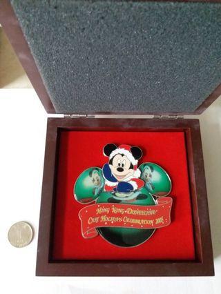 香港迪士尼紀念襟章,限量版,連精美盒子