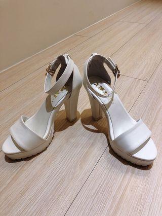 🚚 Amai 白色防水台高跟鞋很穩好走