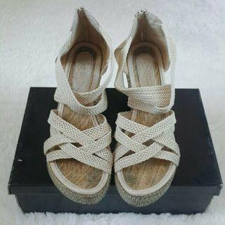 Sepatu Wedges Anyam