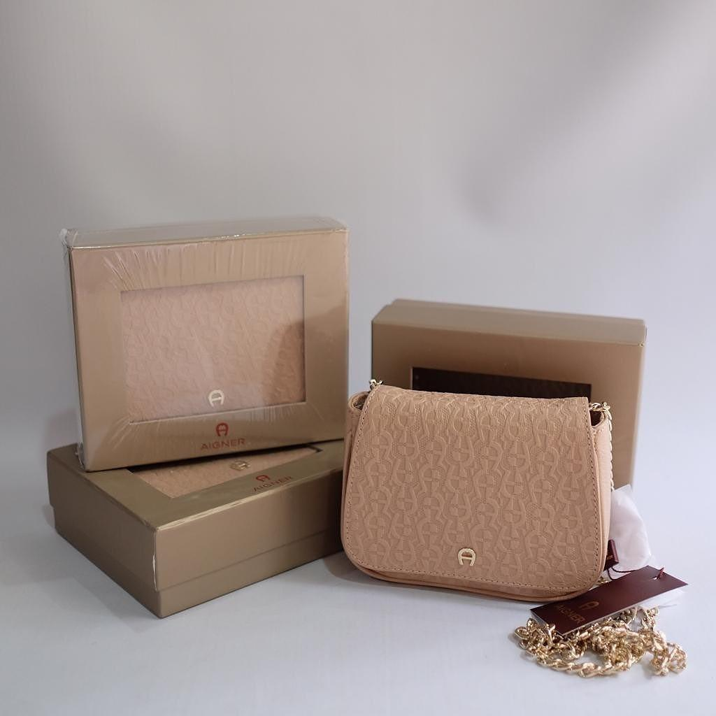 AIGNER CHAND MINI TASCHE BEIGE (Nude) with box & tag - sz : 16,5-18X14X5 cm