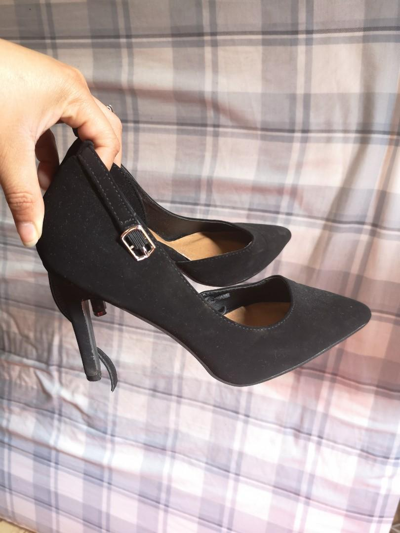 Black heels size 8 closed toe suede