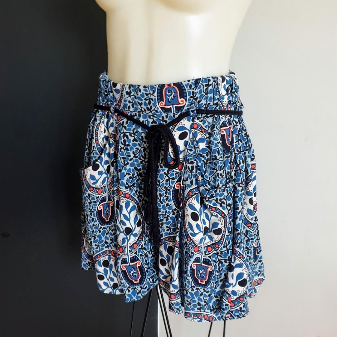 Women's size 4  'COUNTRY ROAD' Gorgeous multicoloured high waisted shorts with pockets- AS NEW