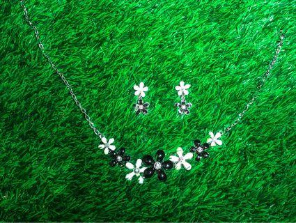 Daisy Flower Necklace & Ear Ring