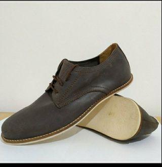 Sepatu kulit asli fashionable