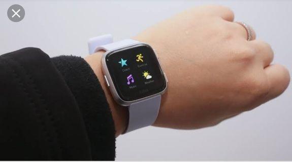 Fitbit Versa: Gray Strap