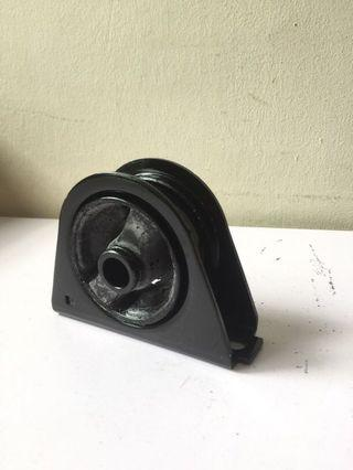 Mitsubishi Lancer GLX front engine mount