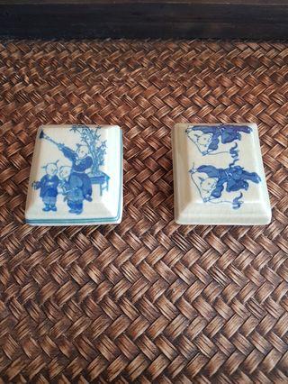Porcelain boxes (1 pair)