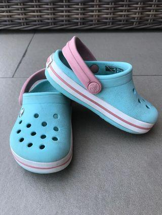 🚚 Crocs Shoes C6