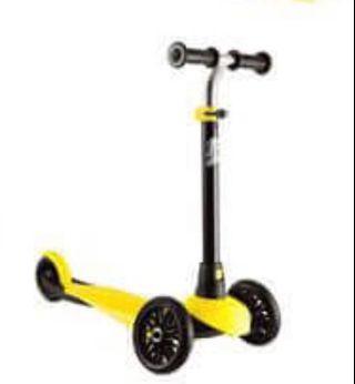 迪卡儂2-4歲兒童平衡學習三輪滑板車