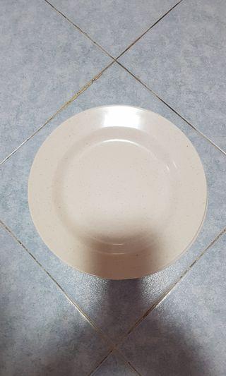 "9"" rounnd plates"