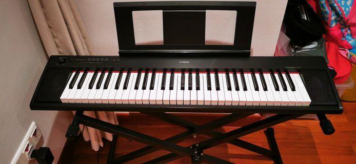 Yamaha Keyboard NP-21 Piaggero 61 keys  - Piano touch