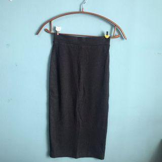 Ribbed Dark Grey Midi Skirt