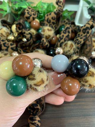 🚚 豹紋高彈力髮繩 黑珠  綠珠