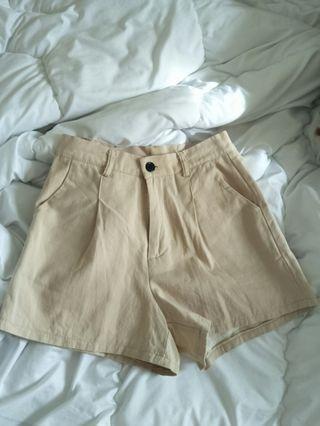 🚚 米色棉麻質料短褲