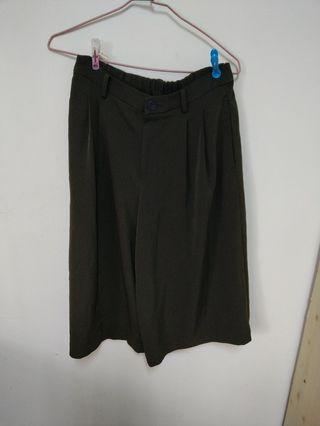 Uniqlo墨綠七分寬褲