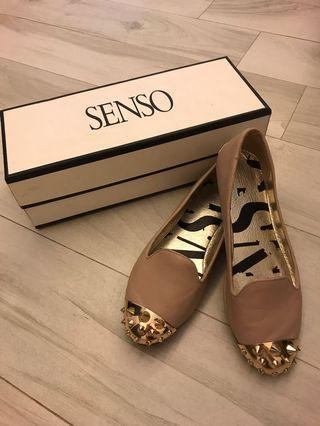 i.t. 品牌SENSO 粉紅蝦肉色金色鐵頭後踭平底鞋