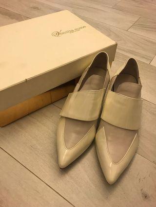 Venilla suite 米色尖頭粗踭高踭鞋