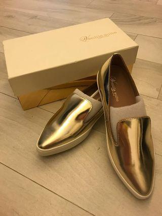 Venilla suite 全新 金色尖頭平底鞋