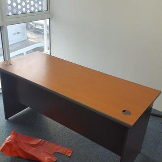 6ft Table With Pedestal Only $100. Self Collect At Yishun . Call 90899511