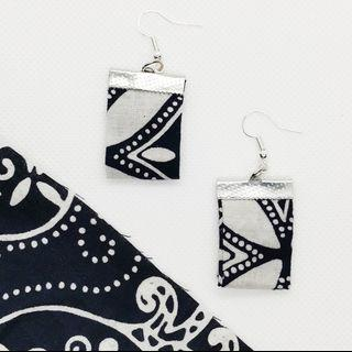 🚚 Batik chicklets earrings