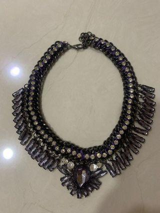 Necklace hitam