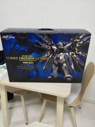 🚚 Perfect Grade Gundam 1/60 Strike Freedom Gundam