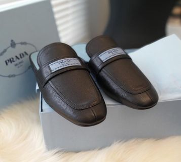 Prada Mules Slippers in black pebbled leather size 38