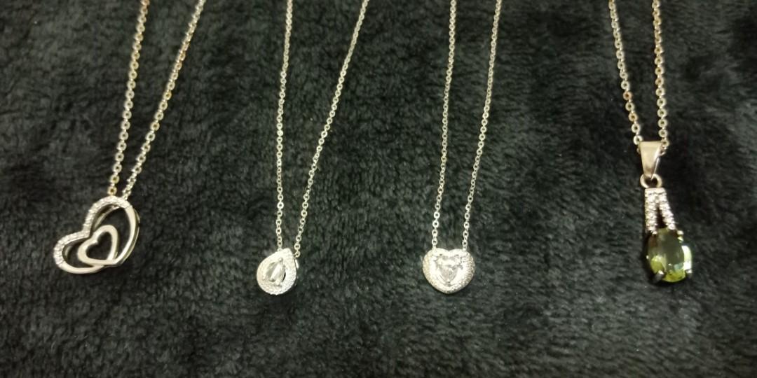 美麗的鑽石項鍊玉石墜子