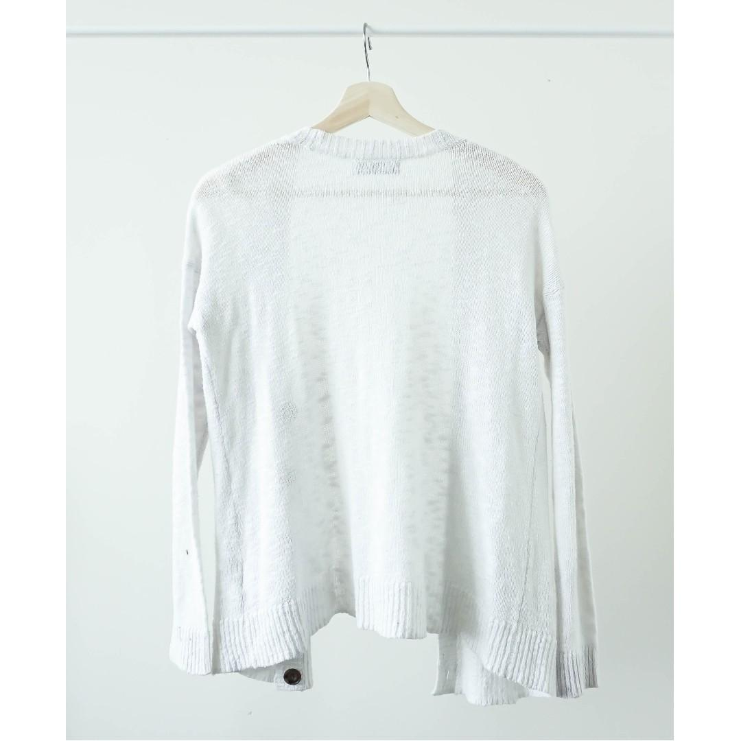 A&F White knit long sleeve sweater with buttons (XS/S)