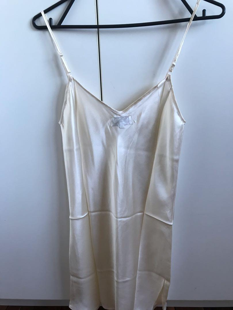 Gorgeous 100% silk white slip dress size 6 new without tags