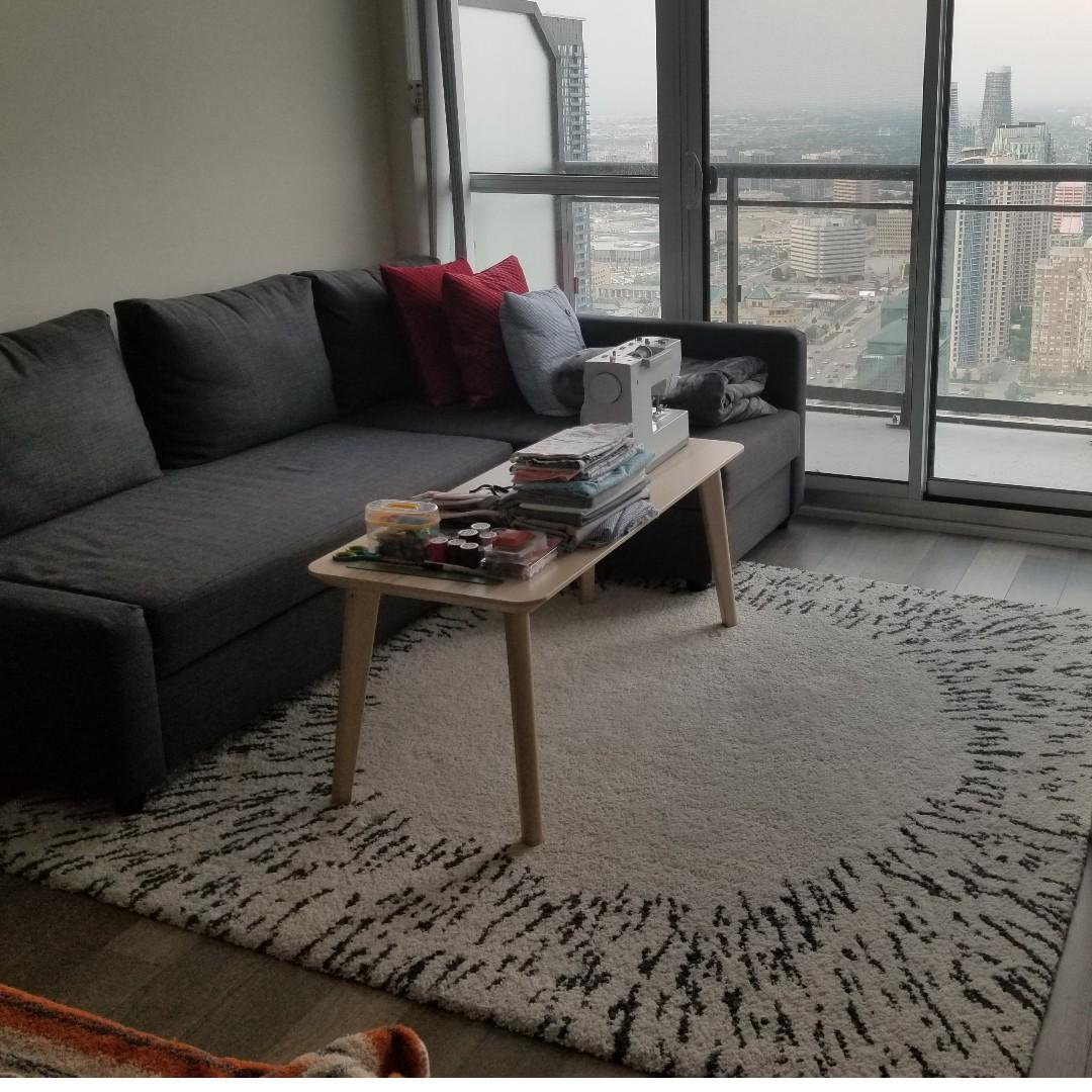 IKEA White grey-patterned high pile rug ( 6'7 x 6'7)(200x200cm)