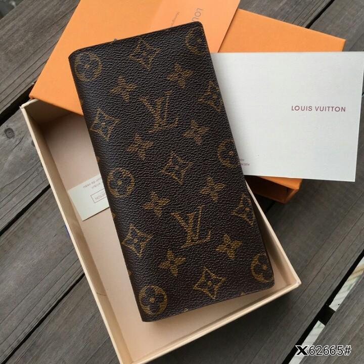 LV Louis Vuitton Brazza Wallet X62665#  H 270rb  Bahan pvc waterproff Dalaman taiga leather kombi smooth leather Kwalitas High Premium AAA Dompet uk 9,5x2x18,5cm (Uk panjang pas di buka 20x18,5cm) Berat dengan box 0,4kg  Warna : -Monogram Include Box LV