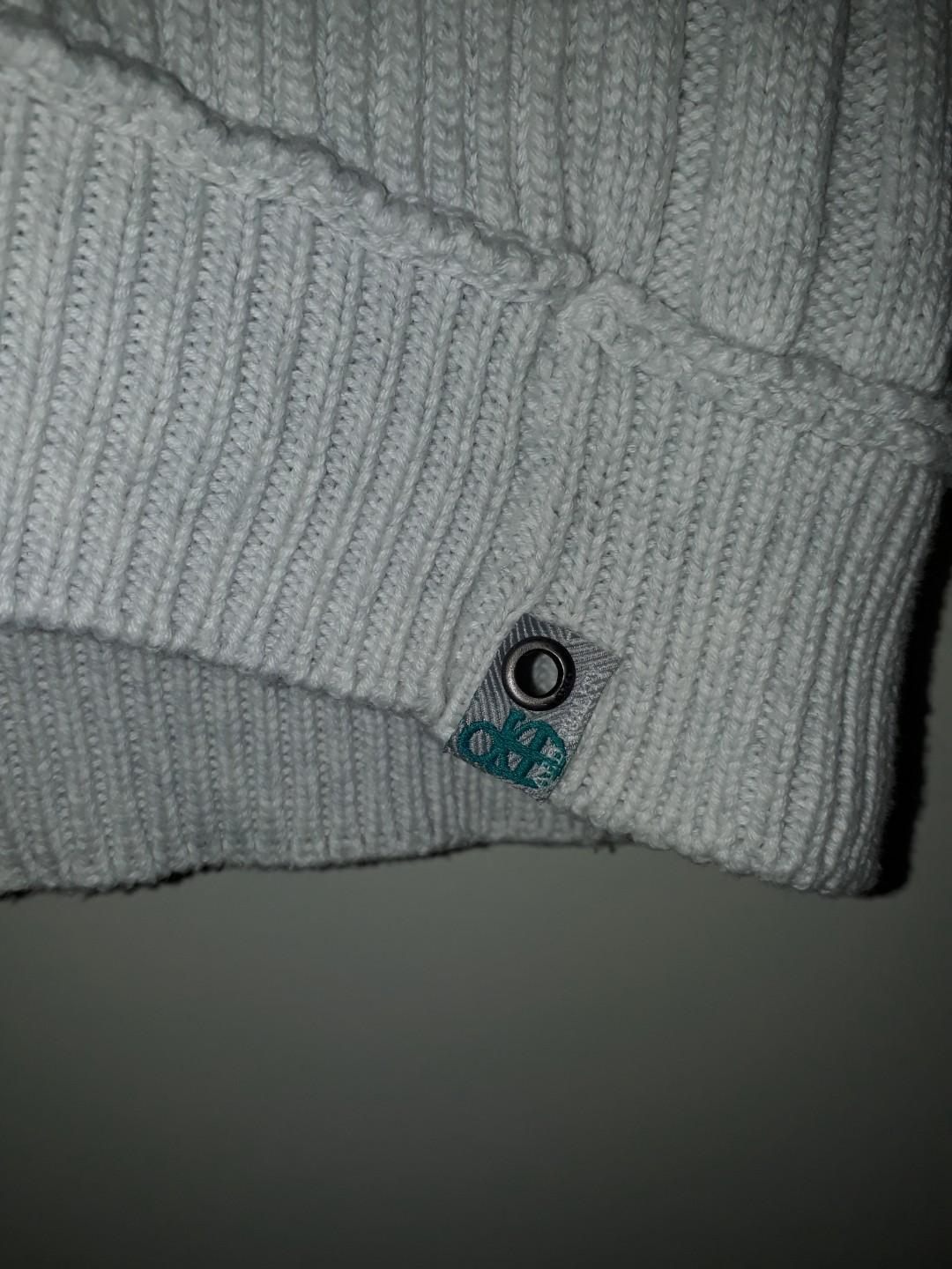 Pre-loved size M white-grey men's sweater with hood