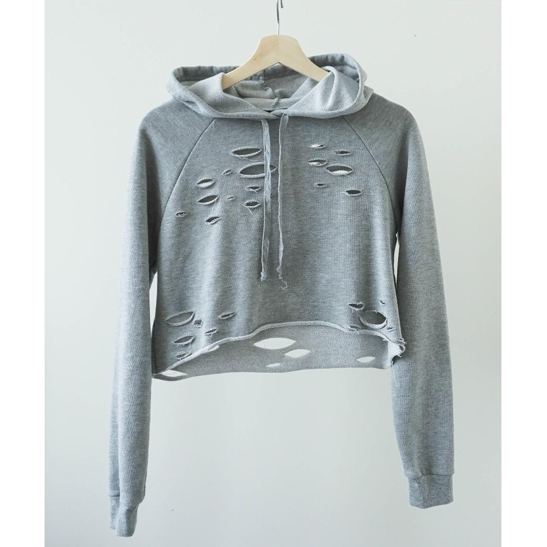 Urban planet distressed grey cropped sweater with hood (XS/S)