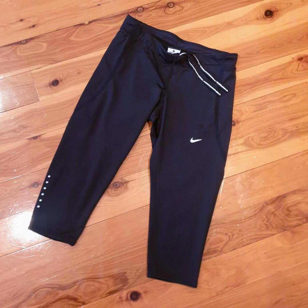 Women's size S 'NIKE' Gorgeous black 3/4 dri-fit tights - AS NEW