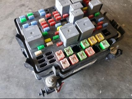 Hummer H2 Chevrolet Suburban Ford Expedition Fuse Box Used