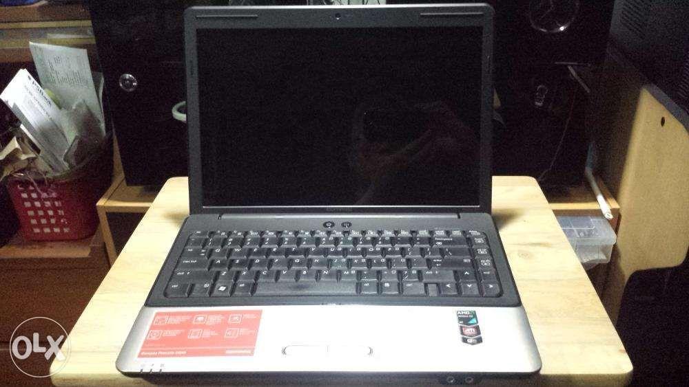 Non functioning Compaq Presario CQ40107AU laptop for spare parts on