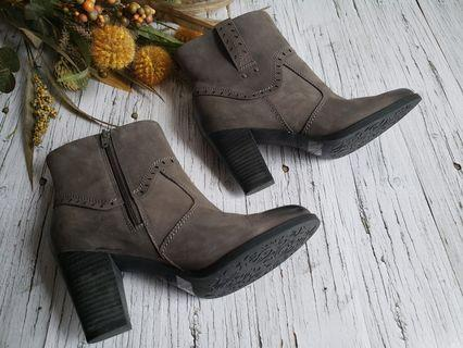 Clarks Artisan leather ankle boot.