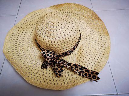 🚚 Wide brimmed scarf hat Preloved