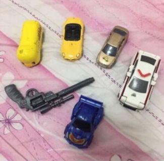 🚚 玩具車5部加一把小手槍(白色跟藍色是變形車)
