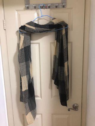 🚚 黑白相間的長版圍巾(薄棉)