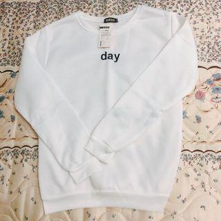 🚚 全新day白色衛衣 大學T
